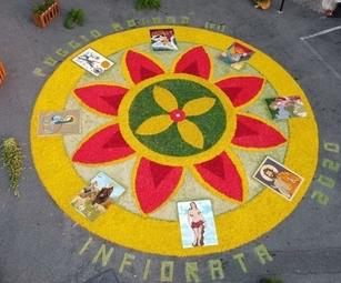 Quadro realizzato con fiori per l'Infiorata Poggio Moiano